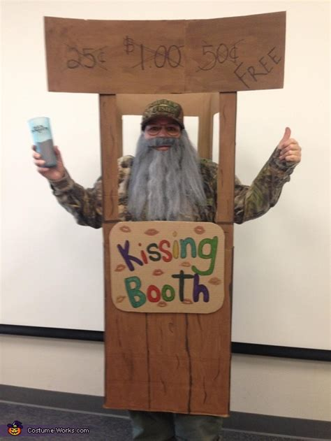 uncle    kissing booth costume