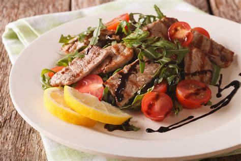 cucinare un secondo veloce straccetti di manzo la ricetta semplice e veloce per un
