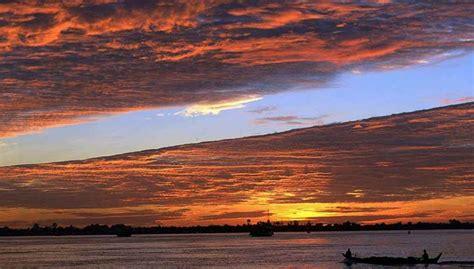 un barco navega las fotos del 9 de agosto diario1