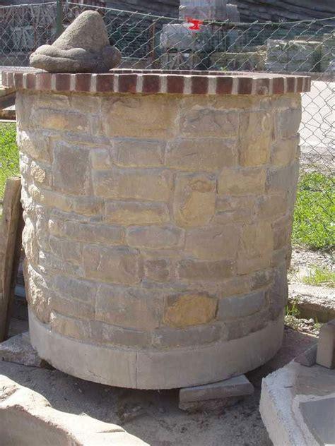 pozzi da giardino in pietra pozzi da giardino in pietra quattro vasi da giardino in