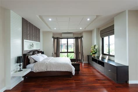 Hardwood Floors In Bedroom Bedroom Design Ideas With Hardwood Flooring Timber Flooring Bedrooms And Hallway Carpet