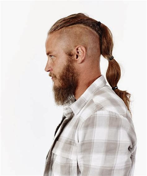 ragnar lothbrook hairstyle viking travis fimmel looks soooooo much better with the beard and