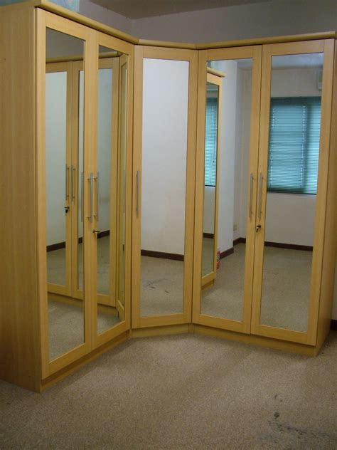Bifold Closet Doors With Mirrors by Interesting Mirror Bifold Closet Doors All Home