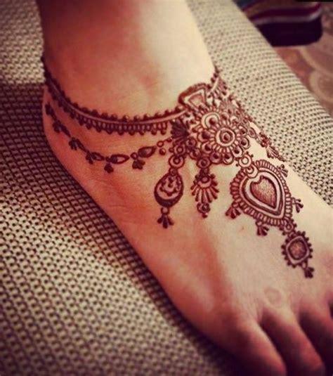 henna tattoo essen foto henna auf fu 223 r 252 cken und fu 223 gelenk