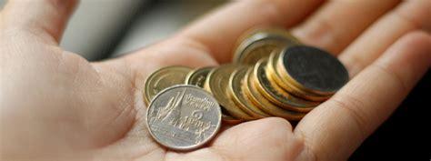 cambiare soldi in thailandia dove cambiare i soldi ragazza in viaggio