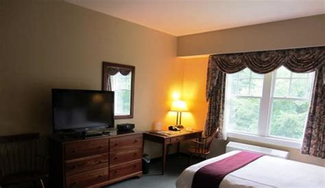 guest room picture of the warren conference center and