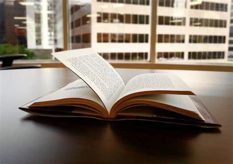 libro a plus livre de photo gratuite livre lire lecture image gratuite sur pixabay 1150083