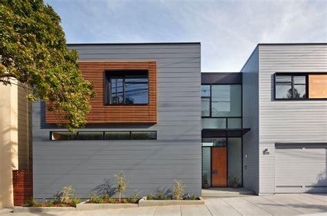 fachadas modernas de estilo contempor 225 neo de moderna casa construida en terreno en desnivel tres