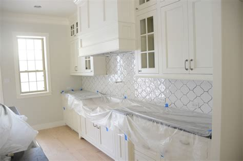 Glass Tile Backsplash Kitchen by Create Thrilling Ambience In Your Kitchen With Beveled