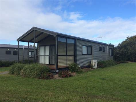 holiday cabins at arno bay caravan park on eyre peninsula swan bay holiday cabins caravan parks of australia