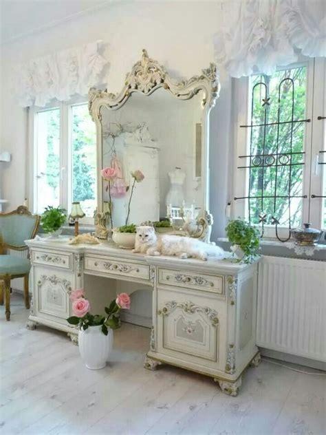 schlafzimmer vanity kommode die besten 25 schminktisch spiegel ideen auf