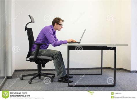 position assise bureau mauvaise position d assise d homme d affaires myope 224 l