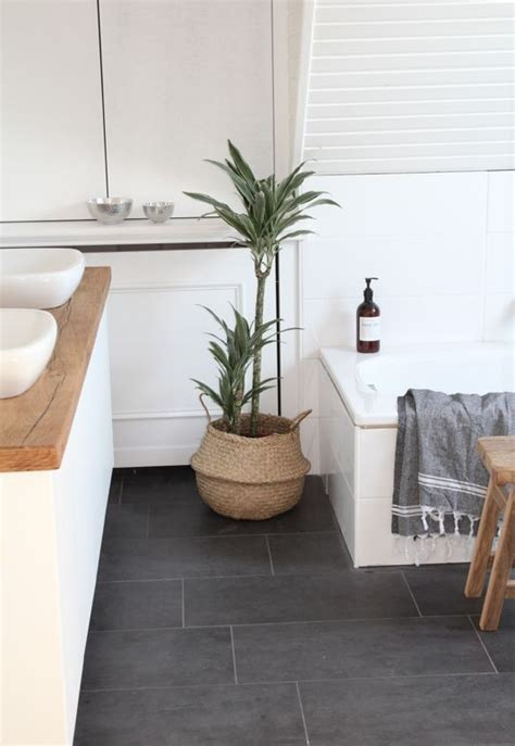 Fliese Dunkel by 25 Best Ideas About Bathroom Floor Tiles On