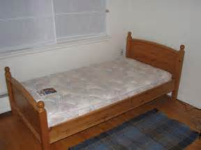 cleaning company offers single size mattress steam