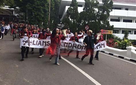 Rambut Sambungan Di Malang aliansi mahasiswa rambut gondrong unmu malang gelar demo news satu
