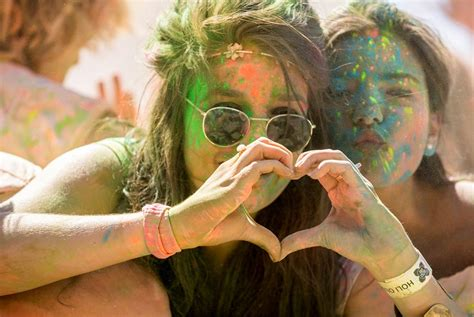holi wallpaper girl and boy holi 2015 images for friends www lovelyheart in