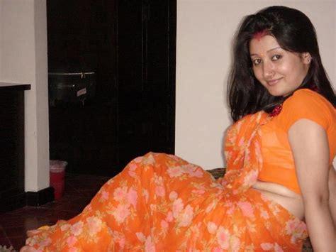 aunty ko bathroom me choda budhi aurat ne chodna sikhaya 62 saal ki budhiya ki choda