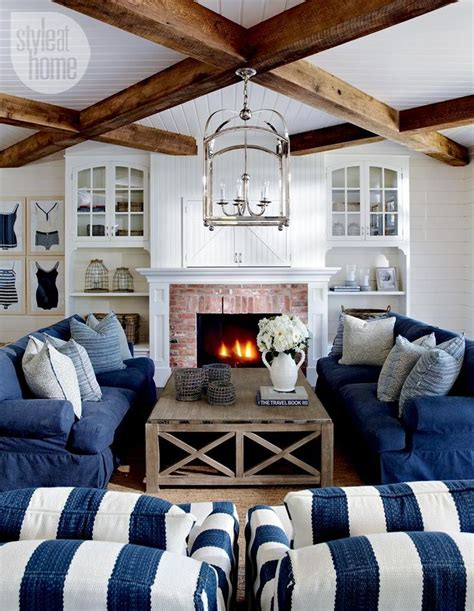 blue sofas living room 25 best ideas about navy blue couches on pinterest blue
