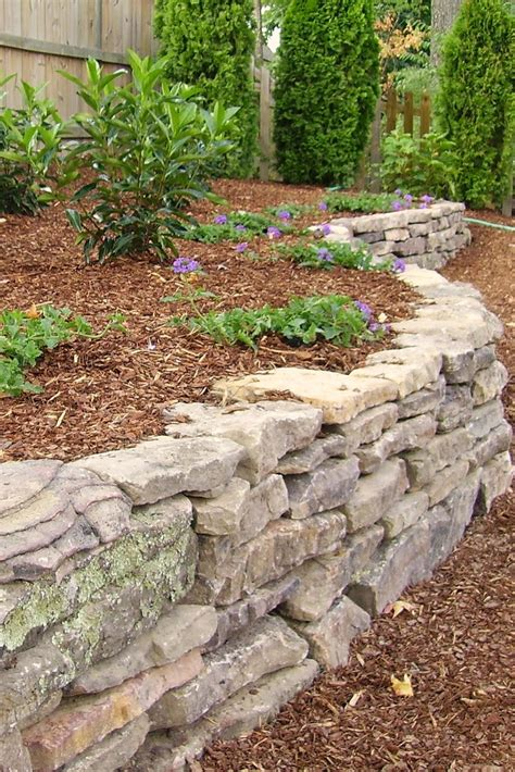 flower bed stones 85 best dry stone images on pinterest paredes de piedra