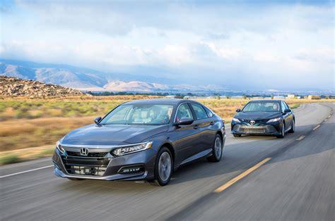 Honda Camry by 2018 Honda Accord 1 5t Vs 2018 Toyota Camry 2 5 Comparison