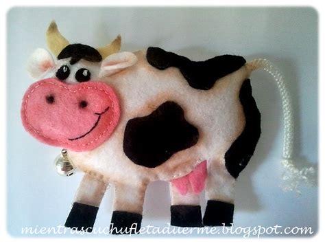 Vacas En Firltro | vaca de fieltro mientras cuchufleta duerme