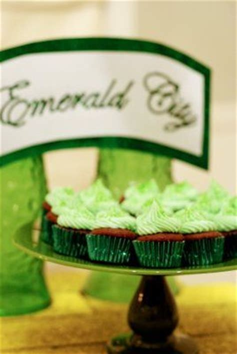 Richies Oz Themed Baby Shower by Best 25 Emerald City Theme Ideas On Emerald