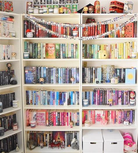 8 Ways To Arrange Your Books by 21 Gorgeous Ways To Organize Your Books Every Reader Will