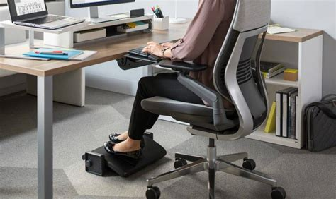 Desk Leg Rest by Best Desk Footrest Reviews