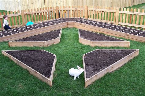 Raised Bed Garden Layout Raised Garden Beds Can Be So Simple And Pretty
