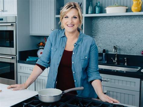 trisha yearwood country kitchen food network to premiere new season of trisha s southern