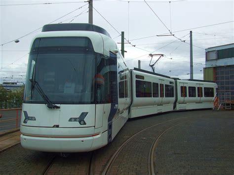 neue wagen der neue stadtbahn wagen vamos nr 5011 auf dem