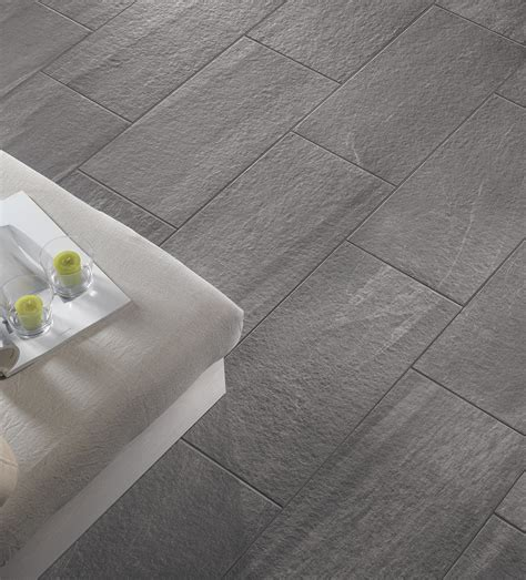 piastrelle grigie pietra valmalenco coem ceramiche e piastrelle in gres