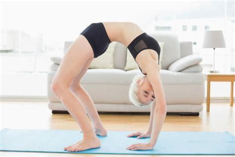 imagenes comicas de yoga posturas de yoga m 225 s dif 237 ciles nivel avanzado ella hoy