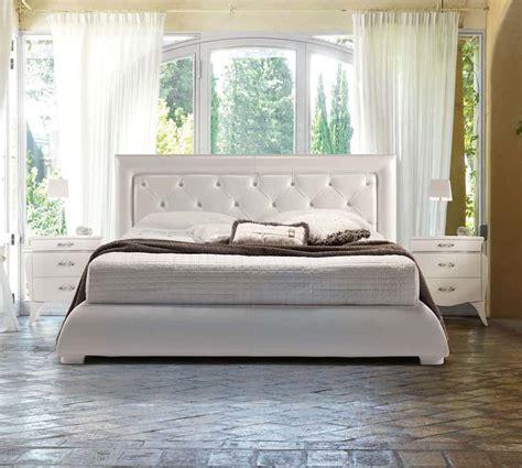 divani imbottiti classici letti imbottiti in pelle danti divani