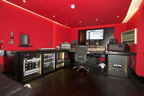 home design studio bassett you can t beat it muse bassist christopher wolstenholme