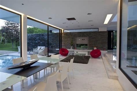 Sophisticated Contemporary Home: Carrara House in Pilar