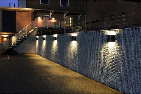 Beleuchtung Mauerwerk by фото габионов ограждений аксессуаров