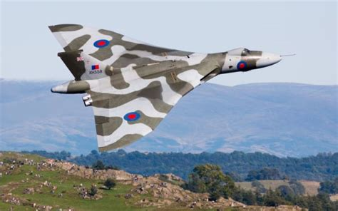 Boomber Voolcon world s last flying vulcan bomber is to be grounded forever daily mail