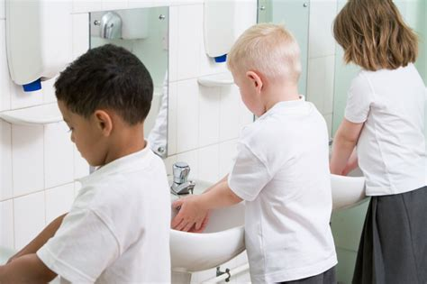 girl has in school bathroom bathroom politics doj puts transgenders in little girls room liberty news now