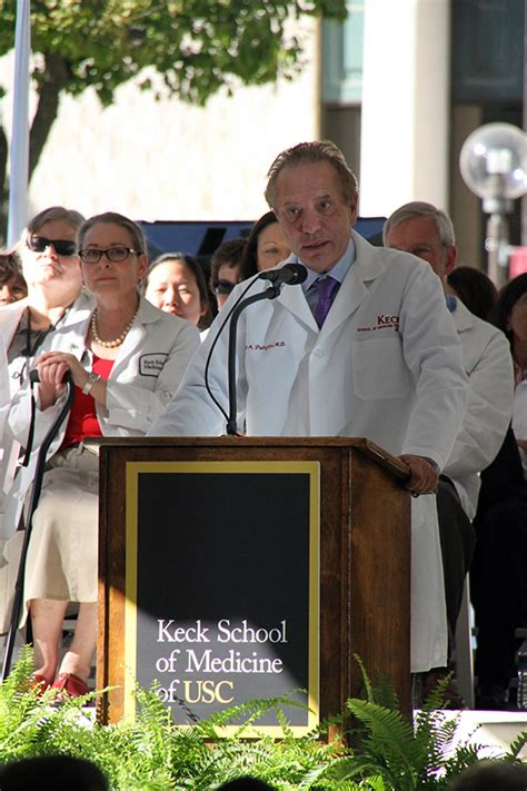 William And Mba Location by New Students Enter Medicine And Get A White Coat To