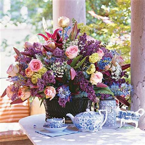 spring flower arrangement ideas 14 simple spring flower arrangements table centerpieces