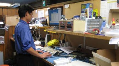 computer repair bench a peek at other computer technicians workbenches technibble