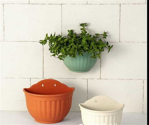 China Semi Circle Flower Garden Wall Planter Plastic Wall Garden Pots