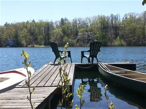 Book Review Candlewood Lake By C Sansevieri by Spectacular Lakefront Log Cabin In Candlewood Vrbo