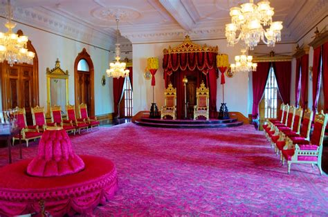 buckingham palace throne room buckingham palace one of the most magnificent palaces in the world traveldigg