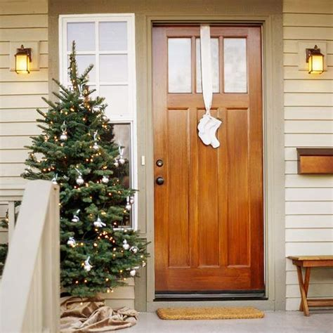 20 Creative Christmas Front Door Decorations Front Door Hanging Decorations