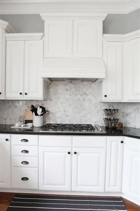 Black Kitchen Cabinets With White Countertops Best 25 Black Counters Ideas Only On Countertops Black Kitchen Countertops