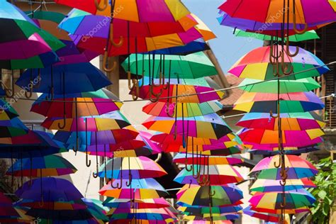 imagenes artisticas con sus autores instalaci 243 n de arte paraguas colores en el cielo foto