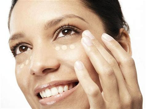 tips and tricks how to apply concealer