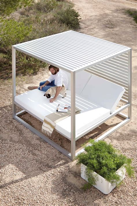 14 outdoor beds perfect for summer naps 10 luxurious outdoor daybeds to have a comfy nap digsdigs
